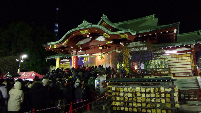 a shrine on New Year's Day